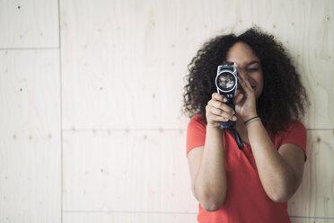 Young woman using old school camera - RIBF000476