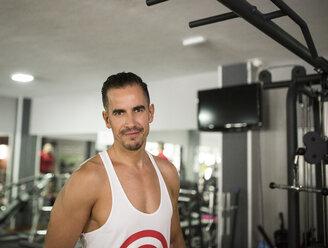 Portrait of smiling man in gym - JASF001005