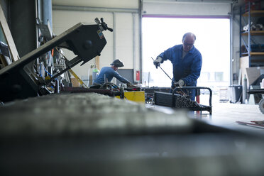 Metal construction, metal worker grading steel - REAF000089