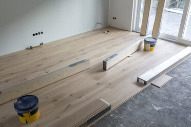 Laying of parquet in a house - SHKF000635
