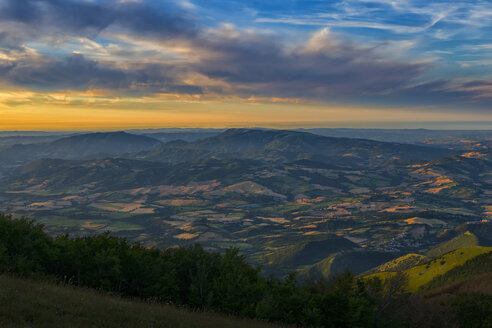 Italy, Umbria, Monte Catria, Sunset over Umbrian Apennines - LOMF000311