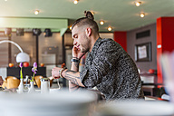 Stylish young man in a cafe - DIGF000802