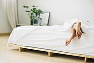 Feet of woman lying in bed - EBSF001548