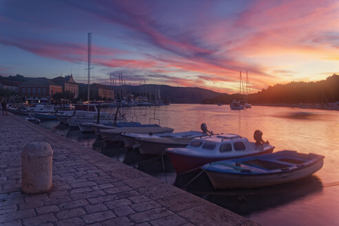 Croatia, Hvar Island, Stari Grad, Boats anchoring in the evening - GFF000712