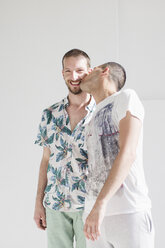 Happy gay couple, kissing - MRAF000112