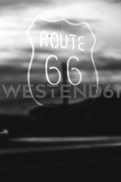 USA, California, Mojave Desert, neon sign of route 66 - GIOF001338 - Giorgio Fochesato/Westend61