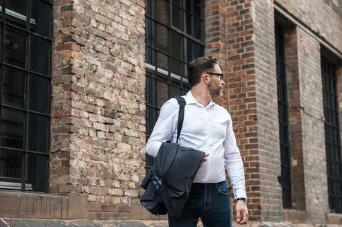 Walking businessman turning around - DIGF000921