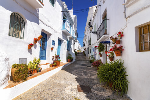 Spain, Andalusia, Frigiliana, alleyway - SMAF000515