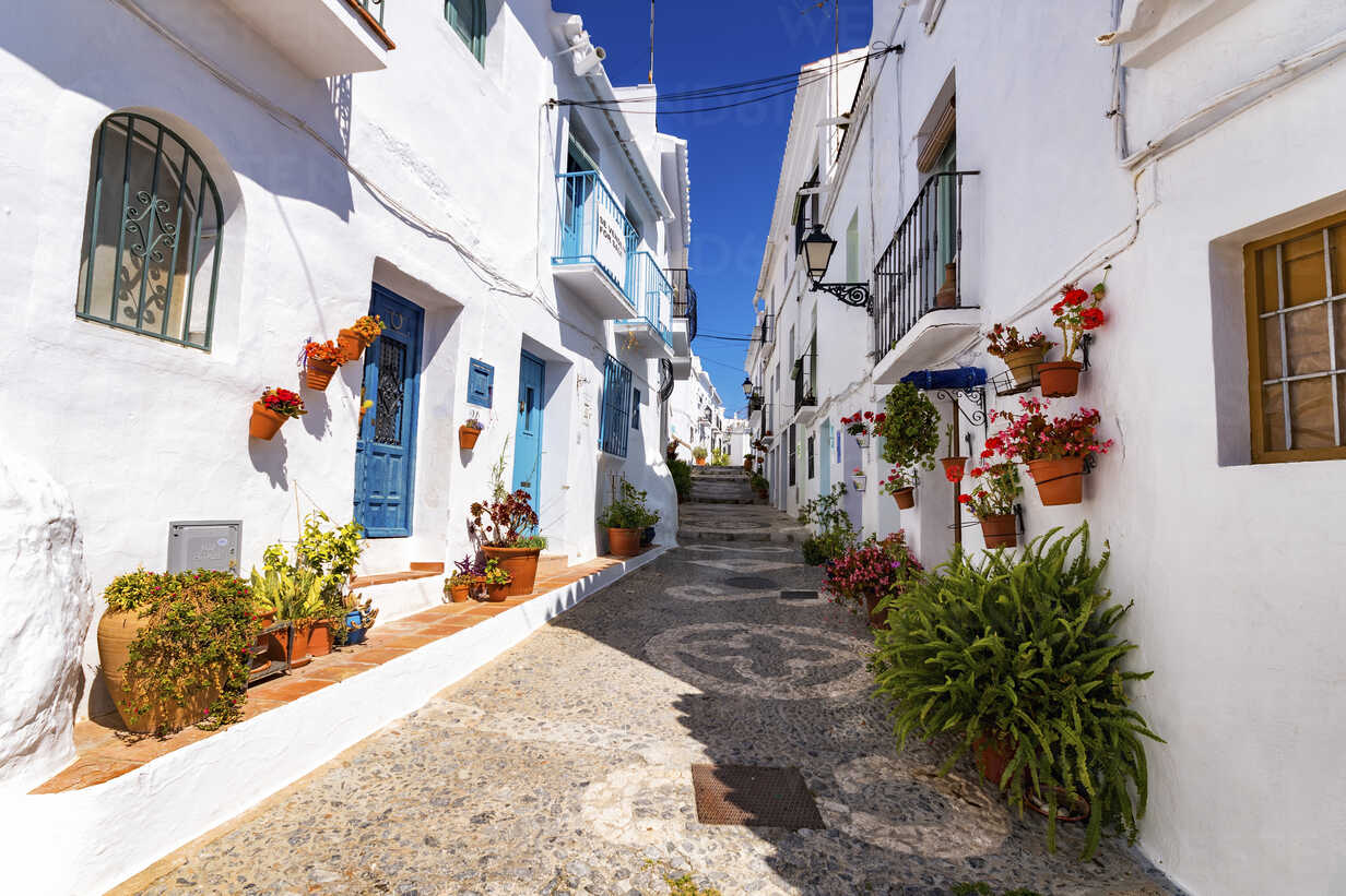 Spain, Andalusia, Frigiliana, alleyway - SMAF000515 - Scott Masterton/Westend61