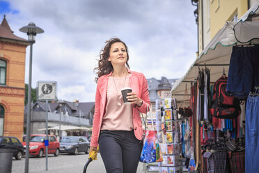 Portrait of woman strolling on weekly market - VTF000545
