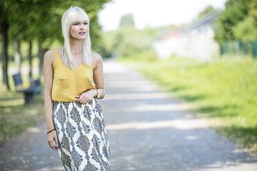 Portrait of blond woman - GDF001091