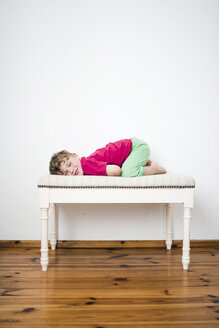 Little boy crouching on a vintage bench - MW000105