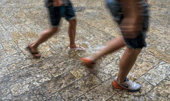 Thundershower, walking people - EJW000785