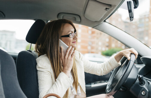 Businesswoman on cell phone in car - DAPF000211