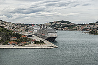Croatia, Dubrovnik, view to the harbour with moored cruise liners - CHPF000233