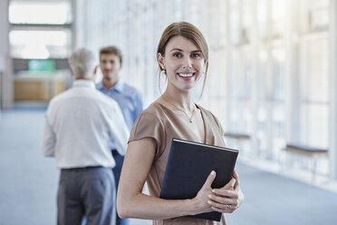 Portrait of smiling businesswoman - RORF000250