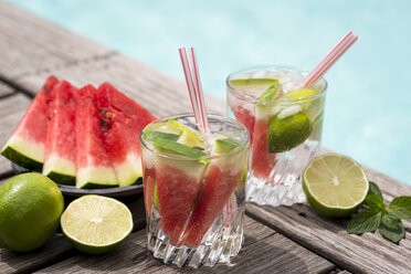 Fresh mineral water with watermelon, lime and ice in glasses - JUNF000555