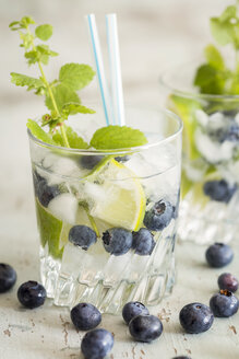 Fresh mineral water with blueberries, mint and ice - JUNF000561
