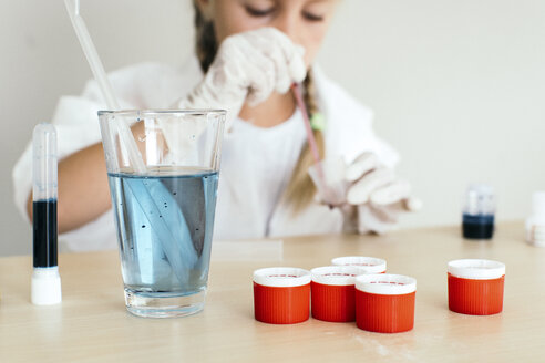 Child playing in chemical laboratory - JPF000173