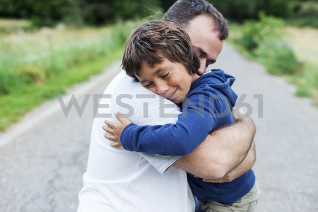Happy father and little son hugging each other - VABF000748