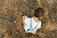 Back view of little boy playing on a field - JRFF000822