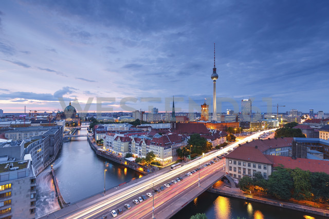 Germany, Berlin, Berlin-Mitte, Fisher Island and Berlin TV Tower in the evening - SPPF000001 - spreephoto/Westend61