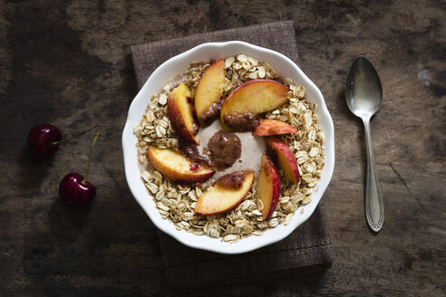 Cherry smoothie bowl with peach and oat flakes, topping - EVGF003048