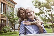 Portrait of happy mature couple in garden - RBF004885