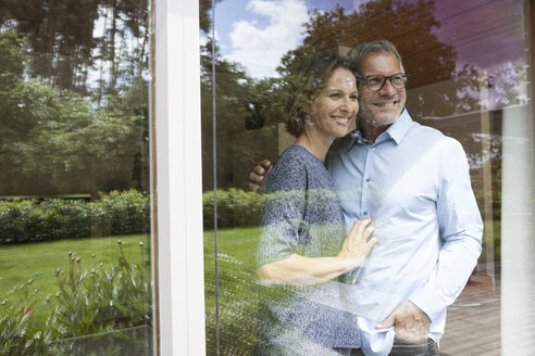Smiling mature couple looking out of window - RBF004897