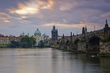Czech Republic, Prague, Old town, Charles Bridge, Church of St Francis and Old Town Bridge Tower in the evening - GFF000715