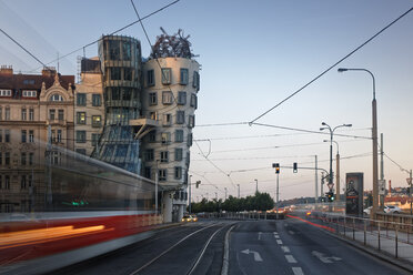 Czech Republic, Prague, Dancing house in the evening - GF000724