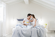 Couple in bed with breakfast tray - DIGF000940