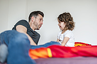 Father and daughter on bed - DIGF000985