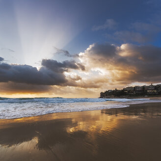 Australia, New South Wales, beach at sunrise - GOAF000029