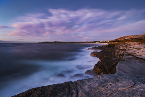 Australia, New South Wales, Maroubra, coast in the evening - GOAF000032