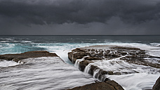 Australia, New South Wales, Clovelly, Shark point in the evening, dark clouds - GOAF000056