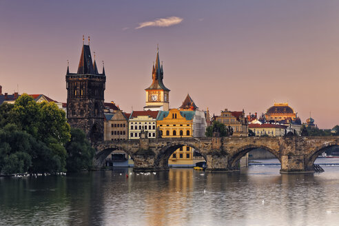 Czech Republic, Prague, Old town, Vlatva river, Charles Bridge and Old Town Bridge Tower in the evening - GFF000736