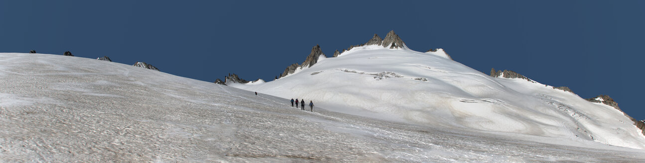France, Chamonix, Mountaineers at the Aiguille du Tour - ALRF000661