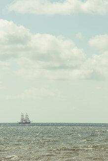 Sailing ship at horizon - CHP000291