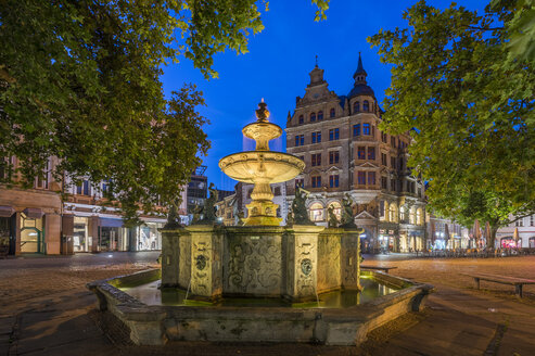 Germany, Braunschweig, Kohlmarkt fountain in the evening - PVCF000889