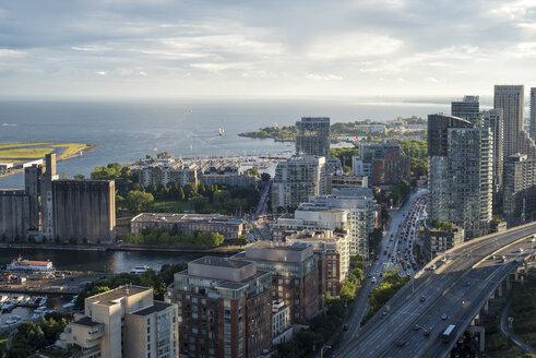 Canada, Ontario, Toronto, Toronto Islands, cityscape with Gardiner Expressway - FCF001034