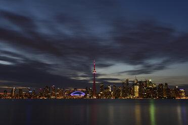 Canada, Ontario, Toronto, Skyline at night, moving clouds - FCF001043