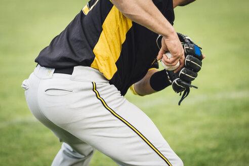 Catcher holding baseball - MADF001112