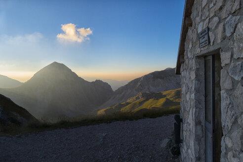 Italy, Abruzzo, Gran Sasso e Monti della Laga National Park, Sunset at mountain hut - LOMF000347