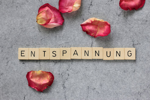 Rose petals and Scrabble tokens forming the word 'Entspannung' - HSTF000037