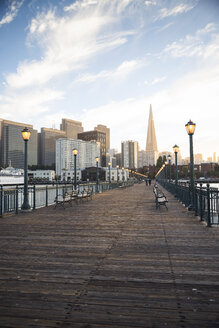 USA, California, San Francisco, Pier 7 in the evening - EPF000143