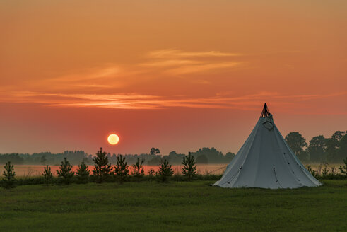 Estonia, Lahemaa National Park at sunset, tent on meadow - CSTF001203