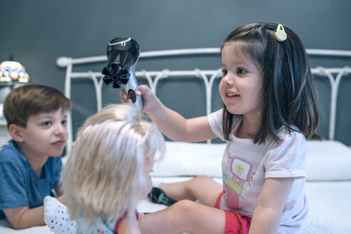 Girl blow-drying hair of doll watched by brother - DAPF000310