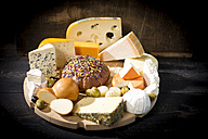 Cheese platter with different sorts of cheese - MAEF011964