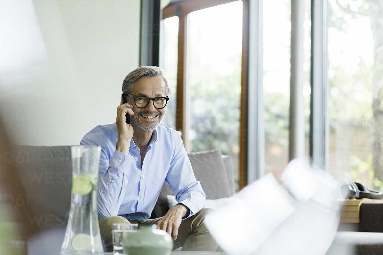 Portrait of smiling man on the phone at home - SBOF000236 - Steve Brookland/Westend61